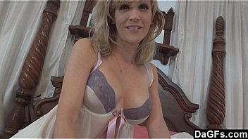 Horny milf prefers reverse cowgirl