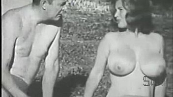 Salta a las fotos porno de Virginia Bell: la dulce Virginia Bell expone sus enormes y firmes pechos. Virginia Bell presenta su cuerpo mojado y curvilíneo al sol. Chica encantadora. Boobs eran Virginia Bells. Este aturdidor la muestra.