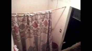 Aracely en la ducha