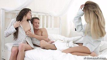 X-Sensual - Love triangle Tori Hendrix, Anna Thorne in bed