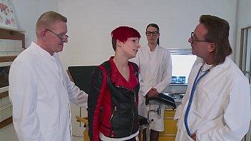 Beim Frauenarzt geil gefickt - German HD - XNXX.COM