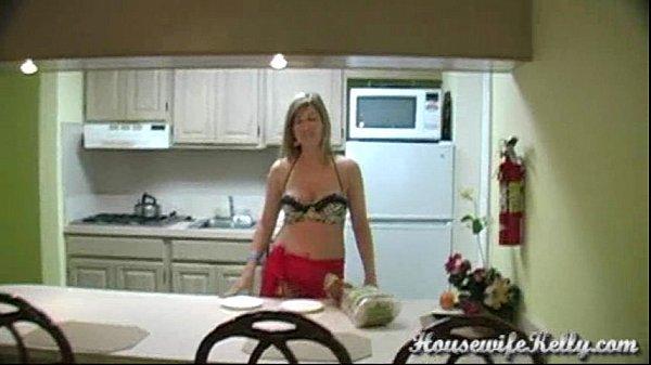 Kelly sucks housewife