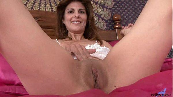 closeup mature masturbation