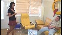 Watch Hija mira su padre mostrándose preview
