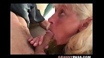 Granny Convinces Shy Teen To Suck Old Cock缩略图