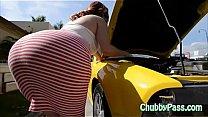 Big-ass gal tries to fix car's Thumb