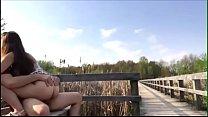 Novinha fazendo sexo com o namorado no parque صورة