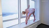 Sexy highheels blonde gymnast Mischele Lomar Thumbnail