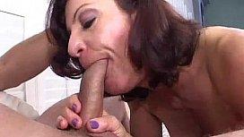 Muscle woman blowjob and cigarette blowjob