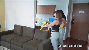 Trois Latina femmes de menage...