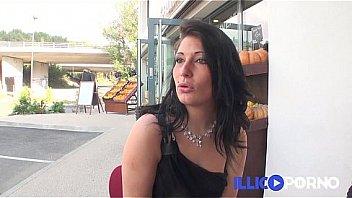 Sarah, 18ans se lance dans le porno amateur ! FRENCH illico porno