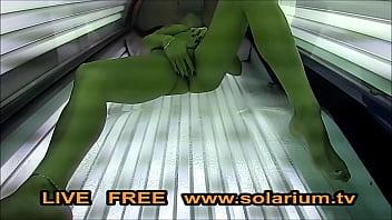 Solarium Cam Horny fille doigts...