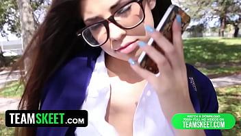 InnocentHigh Hot schoolpige Ava Taylor...