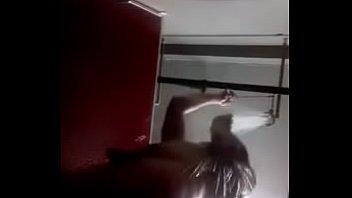 hetero tomando una ducha camara oculta