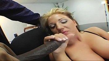 Erika Staxxx ama farsi dominare da grossi cazzi neri
