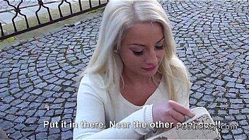 Blonde hongroise etudiant baise pour...