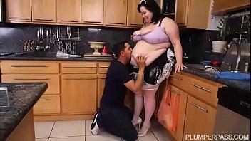 ssbbw maid eliza allure cleans juan largo 039 s cock
