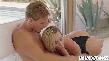 Jada Stevens devouring enormous cock