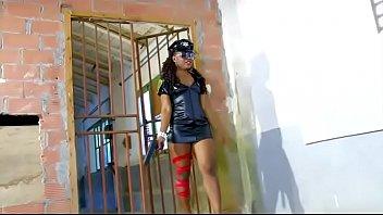 Une chaude black salope baisee par detenu dans une prison