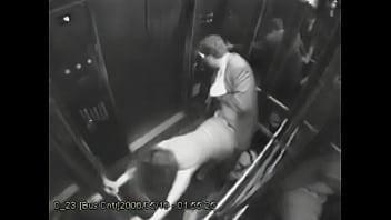 Baiser dans lascenseur