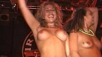 nude bikini concours