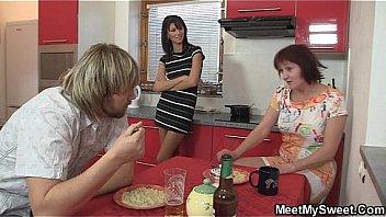 Familj middag leder till trekant...