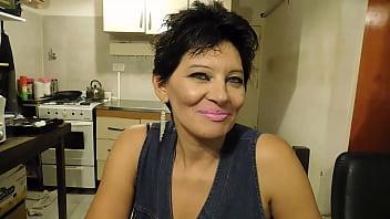 le rompen el culo en la cocina y se lo hacen juntar con lengua como perra