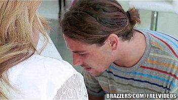 Brazzers - Blonde milf Julia Ann takes young cock
