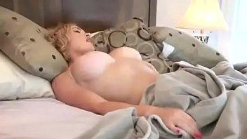 Sexy Babe Se Masturbe Dans...