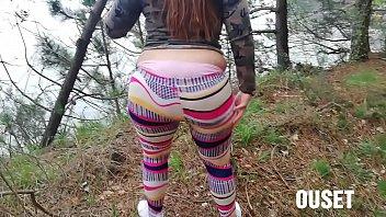 mujer con culo grande es cojida en la selva