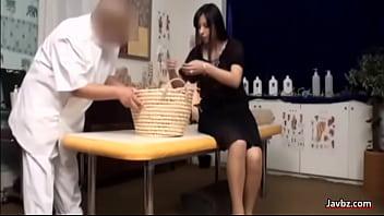 Jeune Fille japonaise de Massage, du monde de reaction!!!