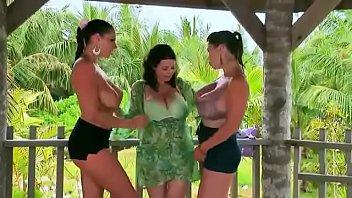 trio de lesbiennes gros seins