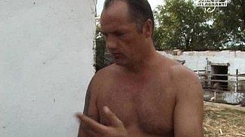 nachbarin nackt im garten gefilmt