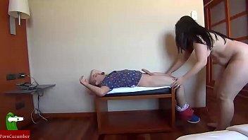 pareja dandose masajes por todo el cuerpo y teniendo sexo muy calientes gui071