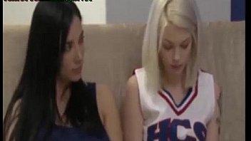 novatas colegialas follando en el bano trio de lesbianas cogiendo rico rubias tetonas
