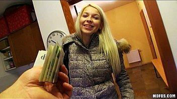 Platinum blond tjekkiske pige er...