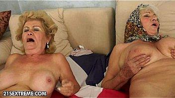 Granny amis baise jeune lesbienne...