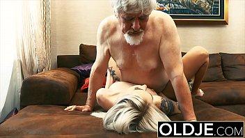 Vieux et jeunes sexe