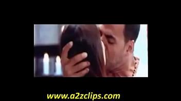 kareena kapoor kiss
