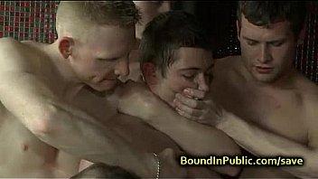 Gay baisee visage et pisse...