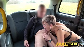 Faux Taxi Busty encre milf...
