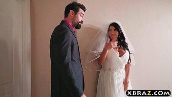 Enormes seins epouse triche jour de son mariage avec le meilleur homme