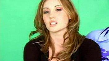 shawnie jones sugar horny brunette slides it in her wet clit