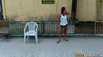Mignon Timide Adolescent Philippine Babe...