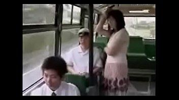 HANDJOB IN BUS-www.xteen666.com