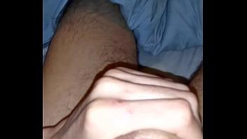 chileno se toca y juega con su leche pornotek