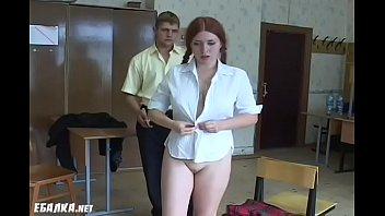 Rothaarige russische Schulmadchen bekommt gepeitscht...