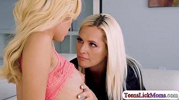 Milf Alena licks Naomis pussy