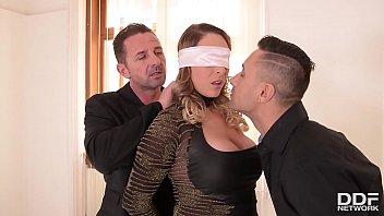 Intense BDSM trio satisfait soumis...