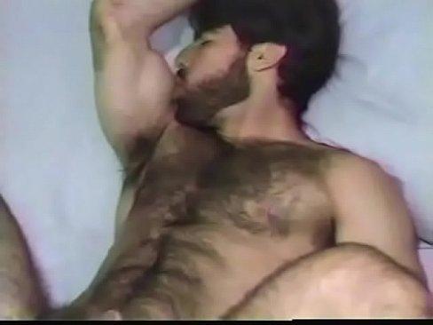 Gay mustle
